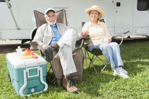Glückliches Camper Ehepaar