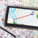 Landkarte mit GPS-Ortungsgerät